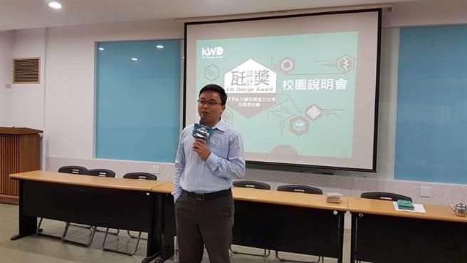 東吳高職電算中心吳文賓主任開場勉勵學生認真聆聽說明會內容增加電力新知(黃珈綺攝)
