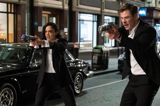 泰莎湯普森(左)與克里斯漢沃成為新搭擋。(IMDB)