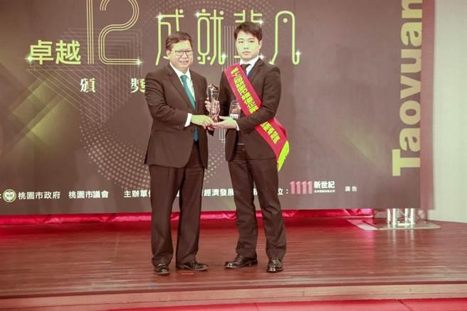 怡仁醫院榮獲創新智慧卓越獎。(院方提供)
