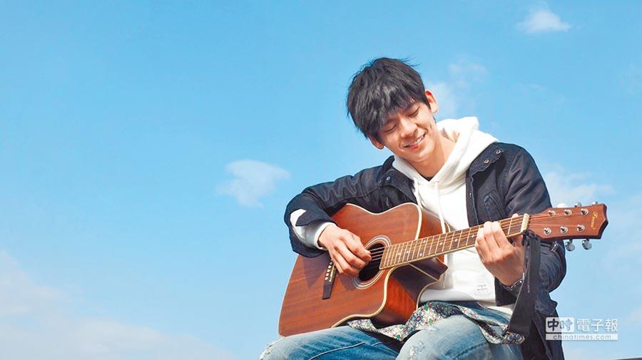 林柏宏在片中是懂攝影又會彈吉他的文藝男孩。