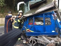 六龜貨車逆向撞學生客運 釀1死1傷