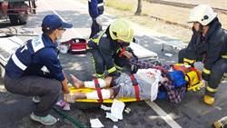 朴子醫院洗腎車追撞拖板車 病人看護5人受傷