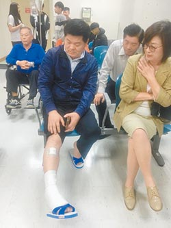 麥寮鄉長遇襲 亂棒傷腿