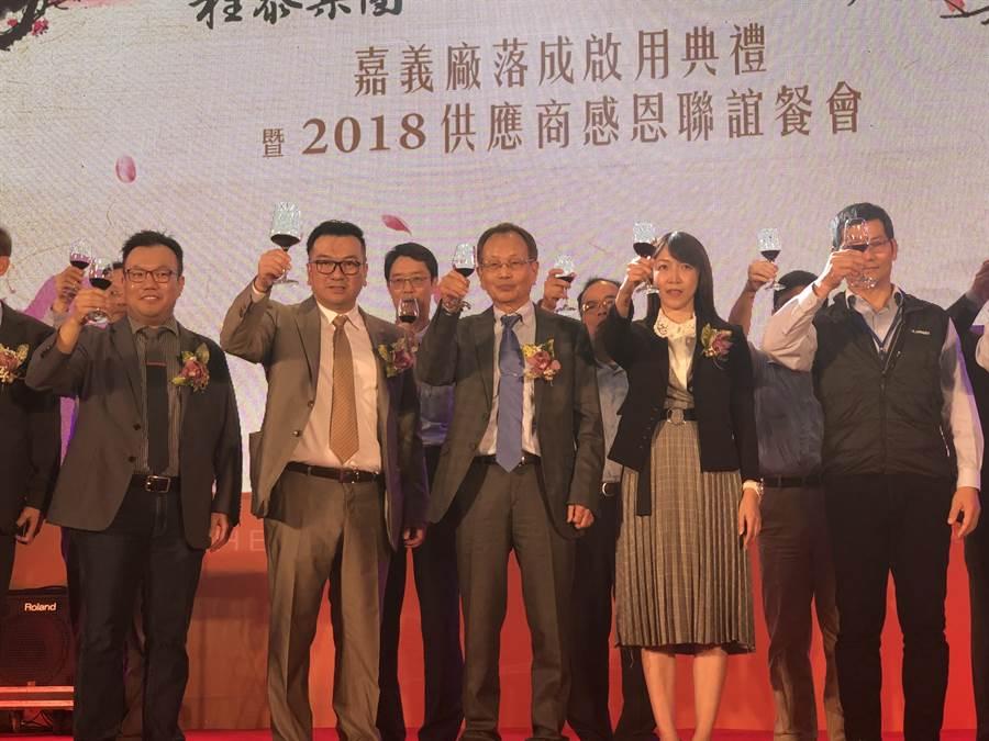 程泰集團董事長楊德華今日率領經營團隊感謝供應商及員工。圖文/沈美幸