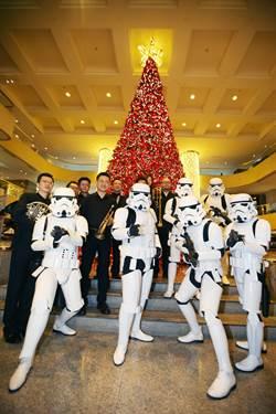 銅管樂加上帝國風暴兵現身台北街頭 為星戰電影音樂會揭開序幕