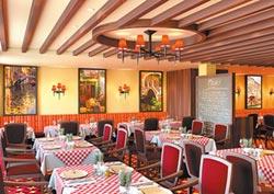 聚集13家餐廳中西式料理大快朵頤