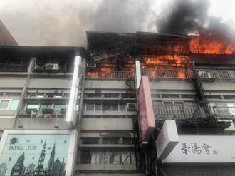 烈焰沖天!員林華成市場惡火 連燒6棟頂樓加蓋