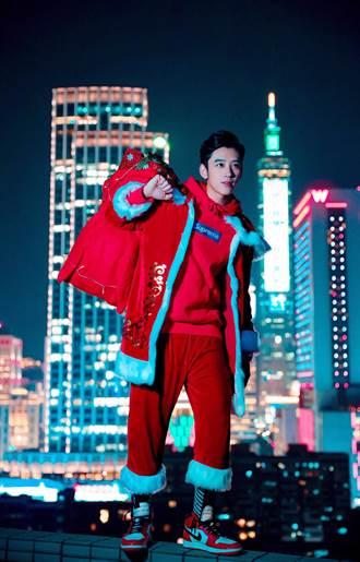 陳慕扮聖誕老人「生死一瞬間」 挑戰30層樓雙腳懸空拍攝