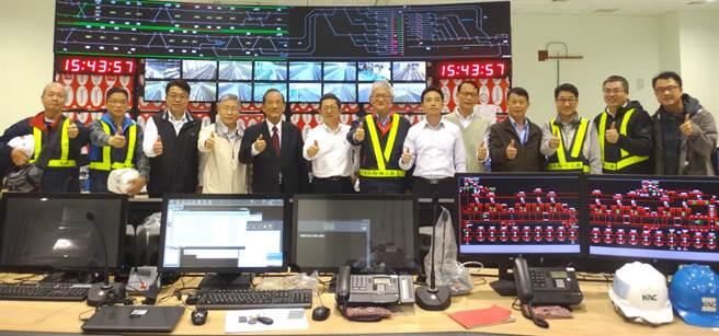 台中市副市長林陵三至北屯機廠視察並勉勵中捷綠線工程團隊。(盧金足翻攝)