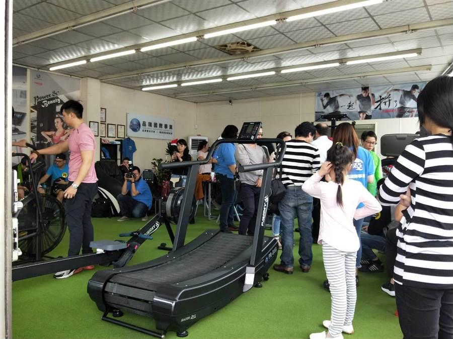 台中市某業者舉行有氧循環競賽,吸引許多民眾參賽及觀看。(陳淑娥攝)