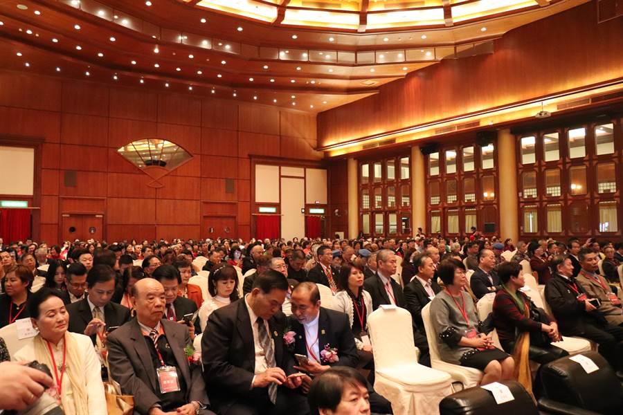 黨慶大會前來與會的人士眾多。(記者呂佳蓉/攝)