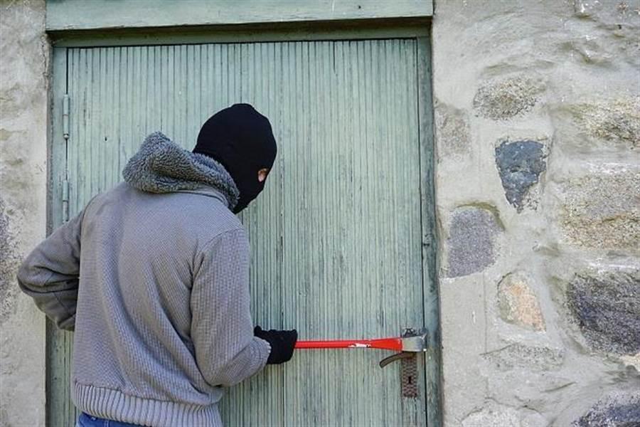 大陸一名小偷日前闖進人妻家中,不劫財竟劫色。示意圖,與本案無關。(圖片來源:Pixabay)