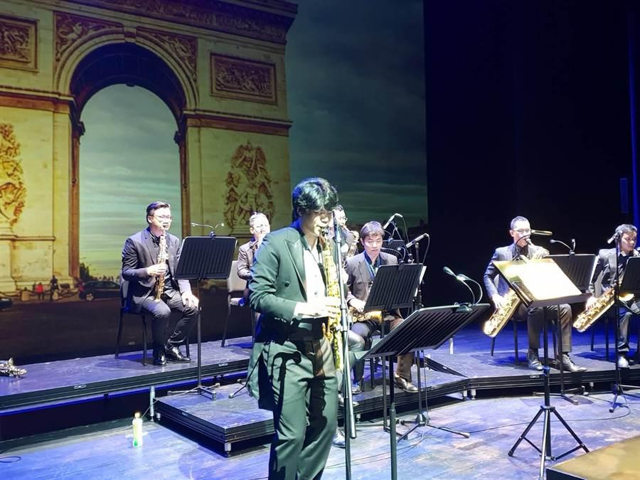 23歲的年輕音樂家林寬站上歌劇院演奏,展現音樂長才。(林欣儀攝)