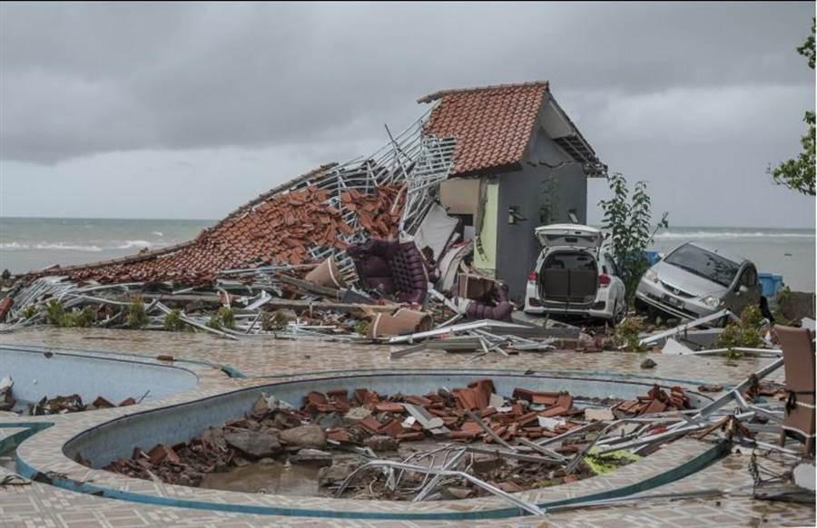 印尼巽他海峽海嘯,對南北兩岸都造成極大的破壞。(圖/美聯社)
