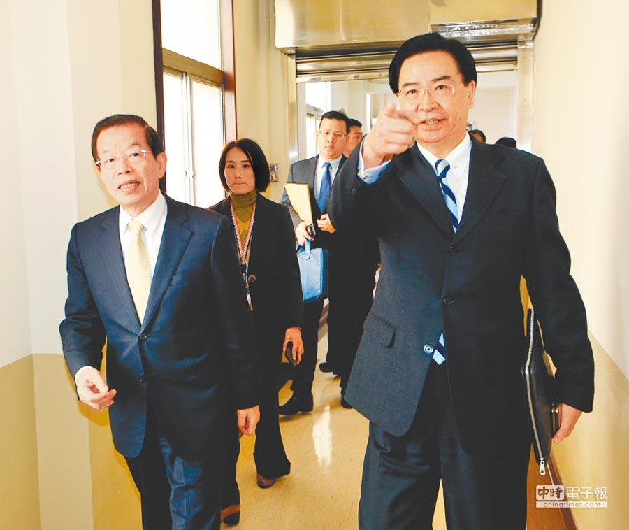 蘇啟誠之死真相未明,藍委要求駐日代表謝長廷(左)回台說明。右為外交部長吳釗燮。(本報資料照片)