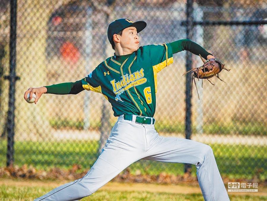 15歲美國高中投手萊恩遭遇肩傷,因為看了王建民的紀錄片,重新燃起還要投球的希望。(Ben Wong提供)