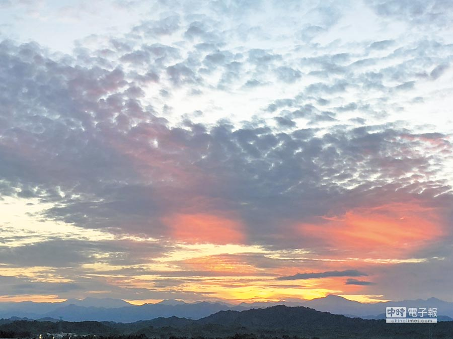 山上豐德里舊178線有處賞日出祕境,視野絕佳。(李其樺翻攝)