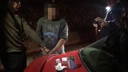 北橫山區深夜關燈停靠路邊 車上茶葉罐毒品露餡