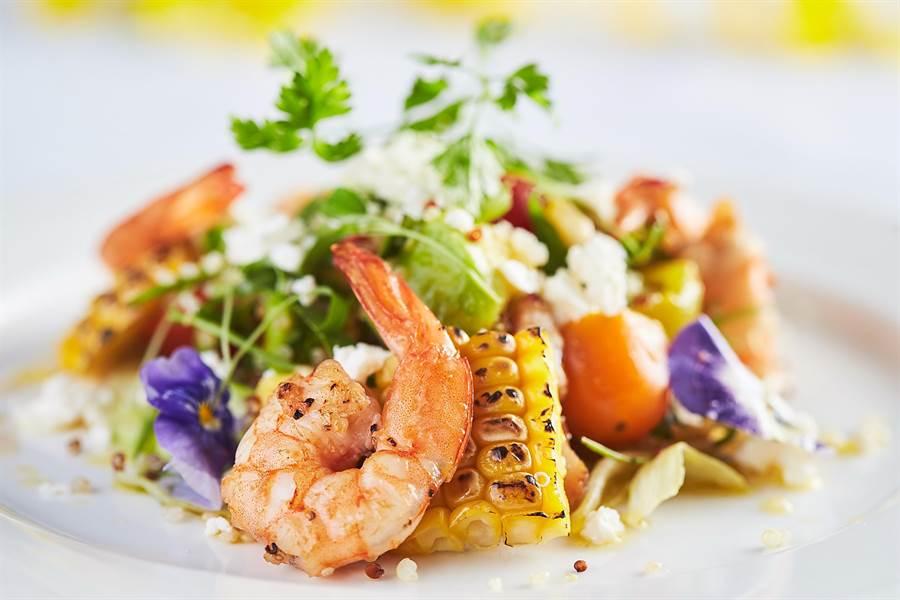 〈Mr. Onion〉新菜〈鮮蝦玉米藜麥莎拉〉,以營養豐富的酪梨滑順口感搭配碳烤玉米與藜麥,是一種清新的組合。(圖/天蔥國際)