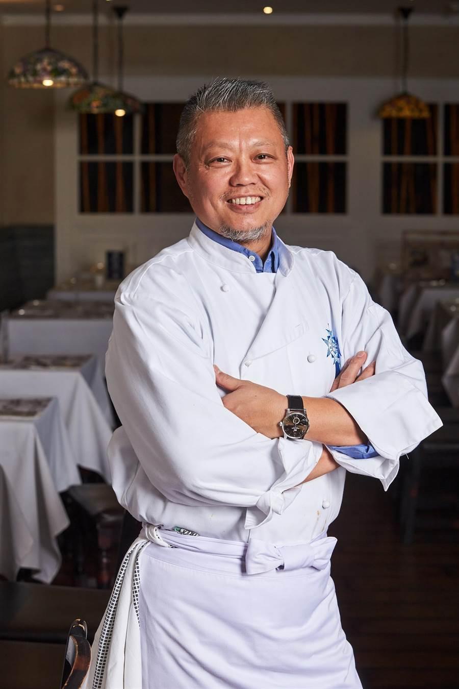 為了再造〈Mr. Onion〉,天蔥國際集團請到資深法名廚任全濰擔任廚藝總監,為品牌設計全新菜色。(圖/天蔥國際)