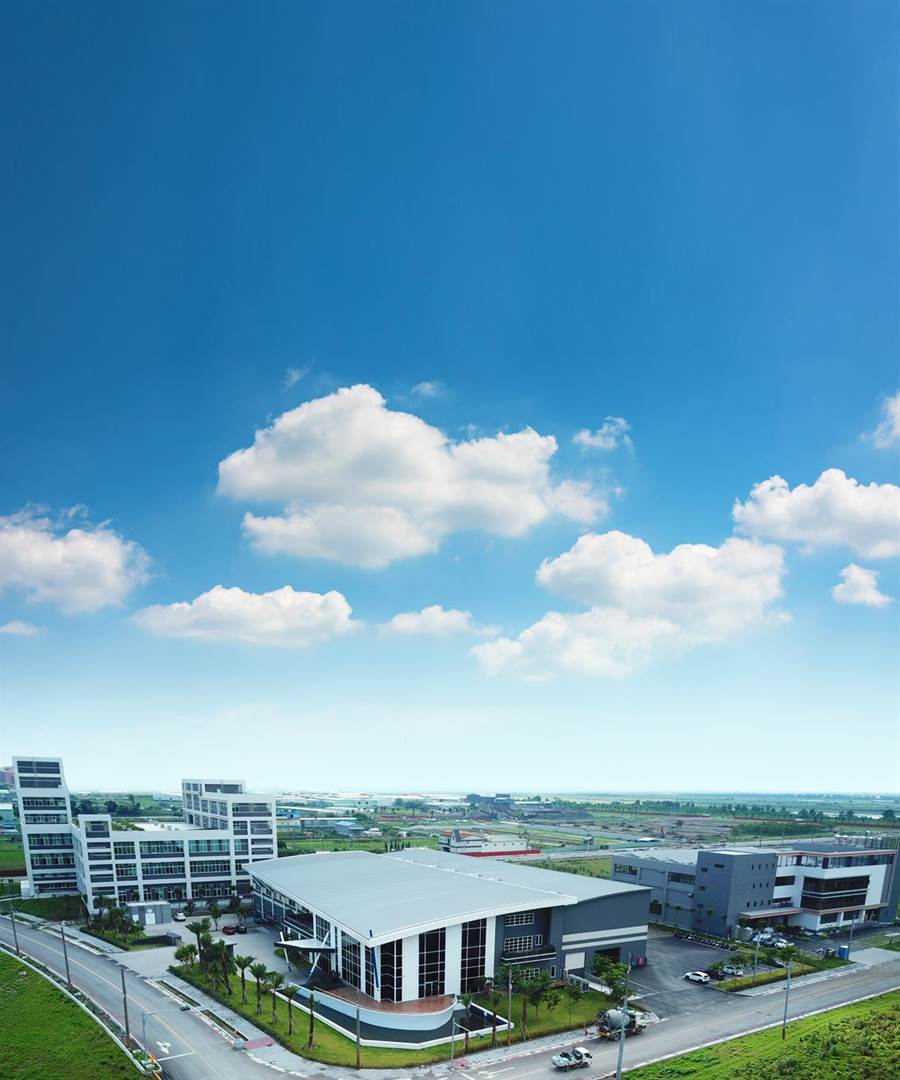高雄和發產業園區銷售率近7成,已購地廠商共65家,目前已有3家廠商營運,將進行「產二用地」標售,每坪底價12.7萬元。(圖/高雄經發局提供)