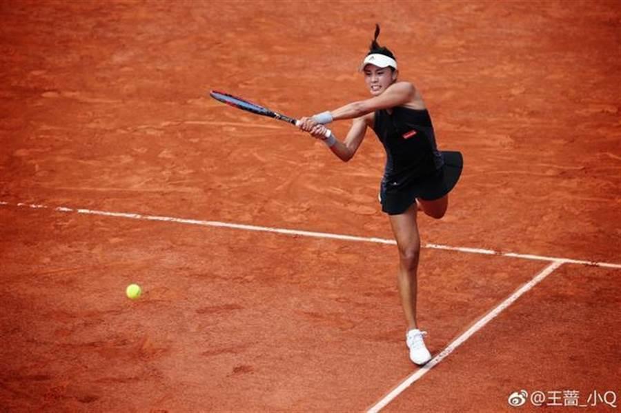 王薔被譽為中國莎拉波娃,出色的外表跟強勁的球風,現今世界排名第20名。(圖/翻攝自微博)