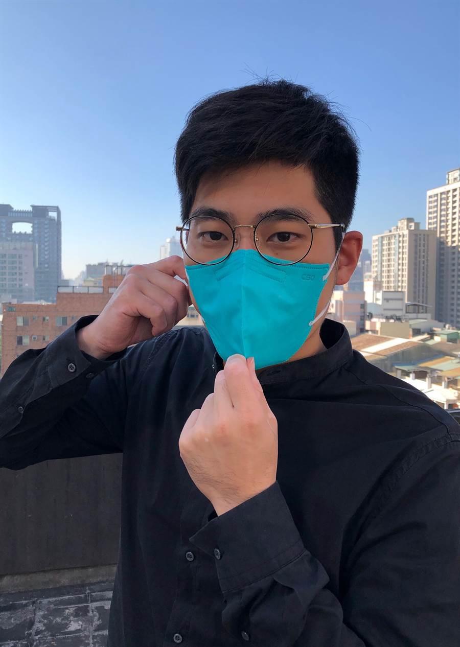 CSD中衛推出符合國家CNS 15980六項檢驗標準的PM2.5口罩,戴起來比N95更加輕薄透氣、時尚有型。(馮惠宜攝)