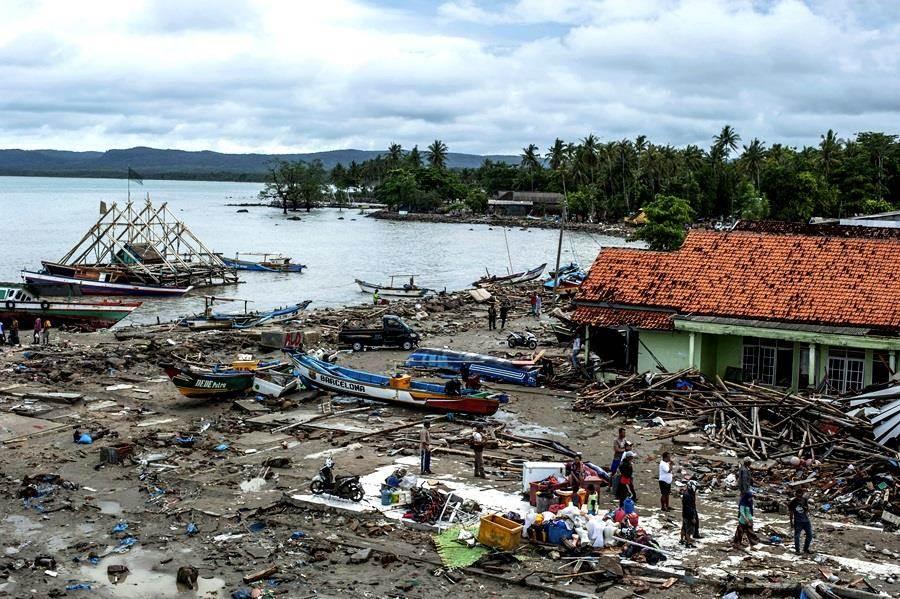 喀拉喀托之子火山仍相當活躍,專家預期下波海嘯將很快襲來,不過依目前印尼的狀況來看,恐來不及因應。(示意圖/美聯社)