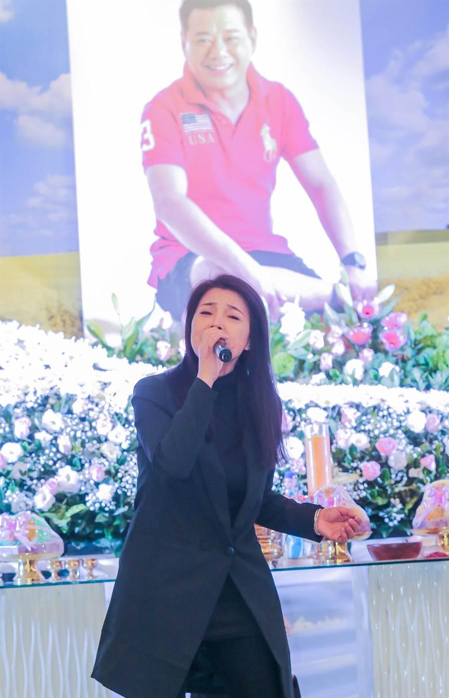 阿娥唱自己的創作曲給老公安迪。(盧禕祺攝)