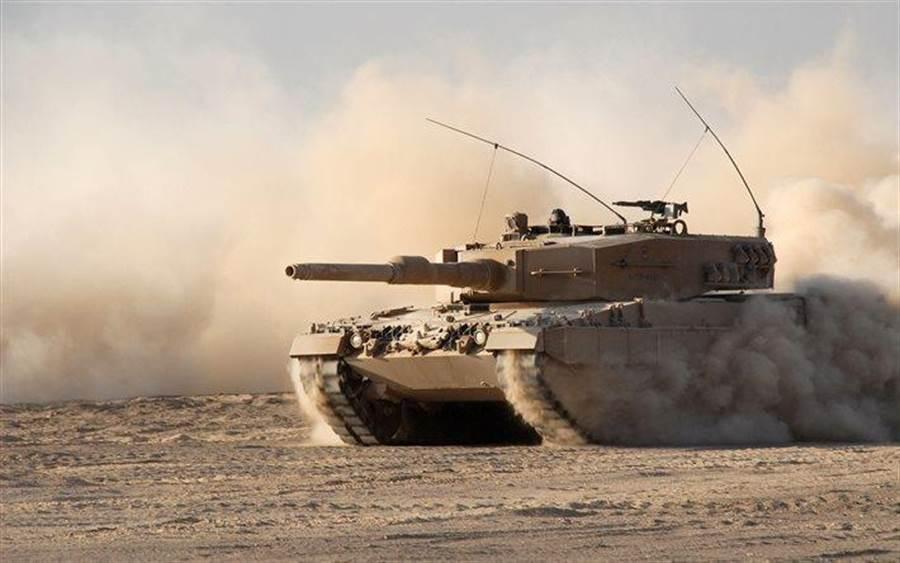 匈牙利也購買12輛比較早期的豹2A4,做為訓練之用,豹2A4仍是方方正正的砲塔。(圖/vehicleswallpapers)
