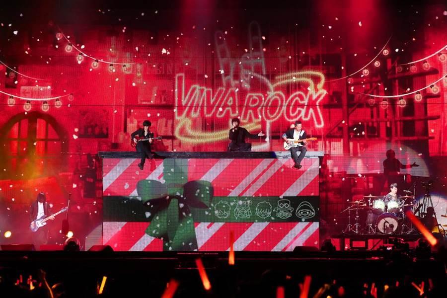 適逢平安夜,演唱會也格外有耶誕氣息。(相信提供)