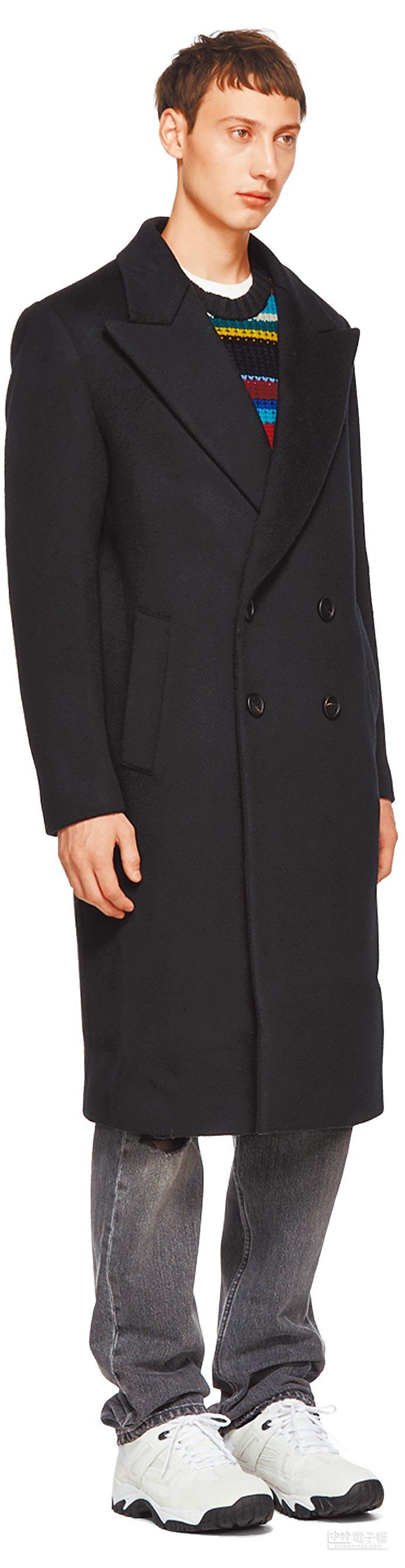在SSENSE上有不少潮牌商品,像是Wooyoungmi的黑色雙排扣長款外套,含稅款及關稅原價為1728.72美元,限時特價778美元(台幣約2萬3966元)。(翻攝自SSENSE)