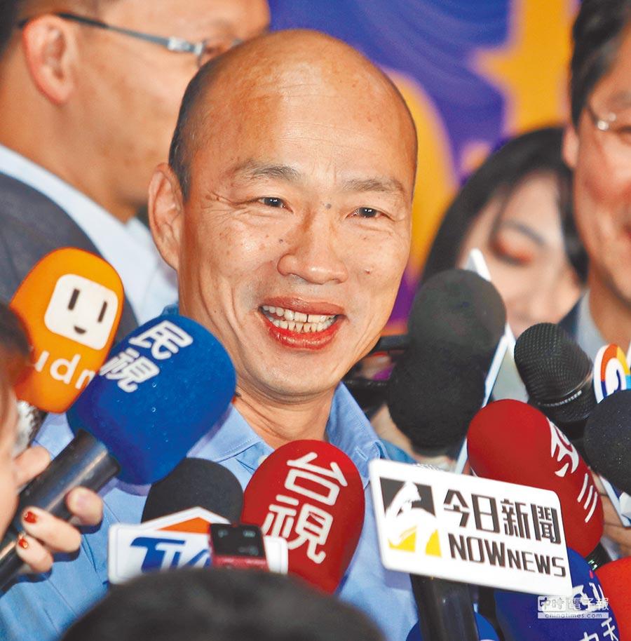 12月22日,高雄市長當選人韓國瑜晚間應邀參加政大東亞所50週年所慶活動,在受訪時表示兩岸一家親、九二共識要做到從心裡面認知。(本報系記者季志翔攝)
