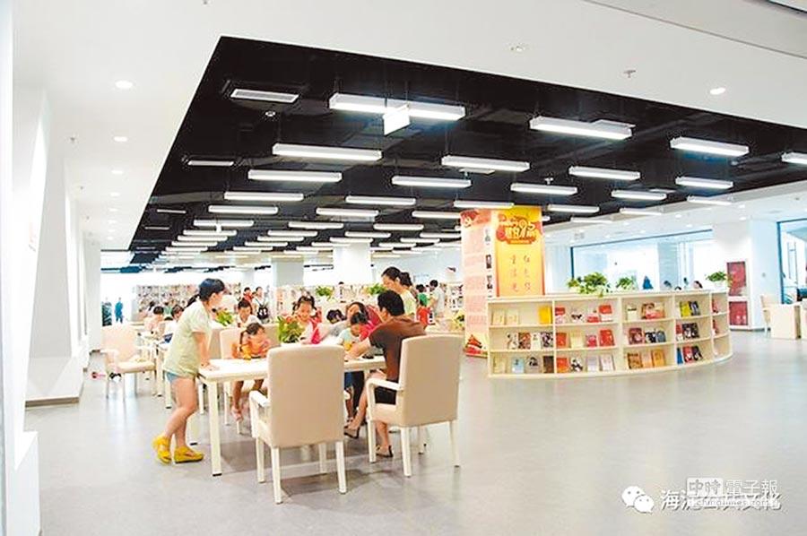 海淀北部文化中心圖書館致力於成為百姓書房。(取自微博)