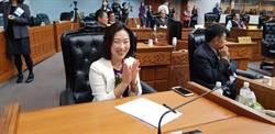 台東縣議會議長之爭 吳秀華奪下議會龍頭寶座