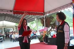 花蓮秀林鄉長王玫瑰就職典禮 場下抗議代表會主席選舉