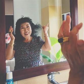 「要小臉靠投胎」 72歲網紅教化妝噴真心話