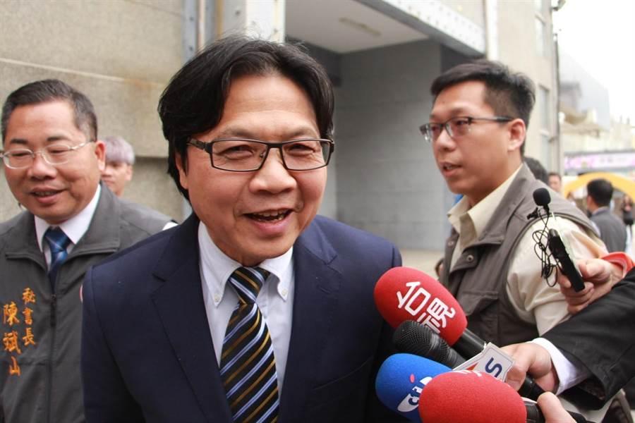 教育部長葉俊榮抵達苗栗,強調台大校長案後續,絕不戀棧。(何冠嫻攝)