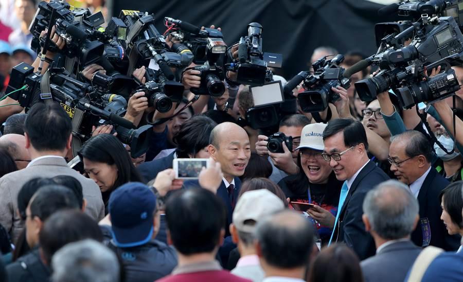 新任高雄市長韓國瑜,所到之處都是眾目焦點。(黃國峰攝)