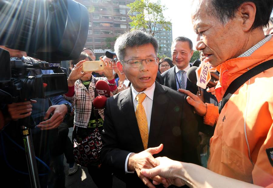 楊秋興25日出席韓國瑜市長就職典禮,他說未來不論在哪個崗位,都會盡其所能協助市政。(黃國峰攝)