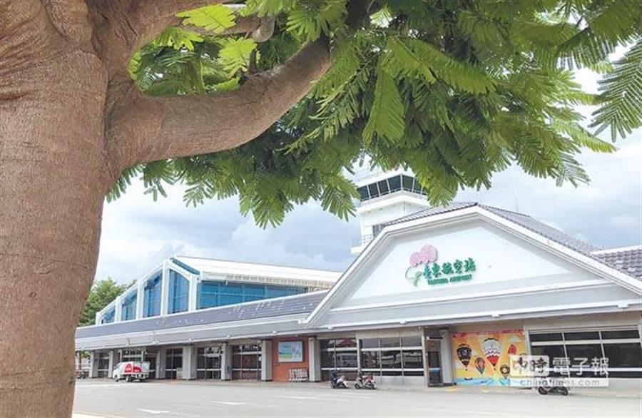 觀光局實施《花東永續旅遊境外定期包機來台獎助要點》,業者申請飛花東機場國際航班即獲補助。(本報資料照片)