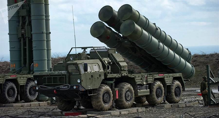 中國大陸是俄羅斯第一位購買S-400防空反導系統的國外客戶,也是首個在S-400測試中成功攔截高超音速靶彈的客戶。(圖/衛星通訊社)