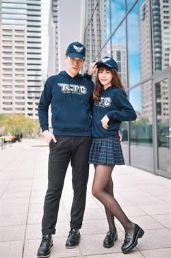 警界帥美加持 臺中市警局送專屬帽T潮帽民眾搶