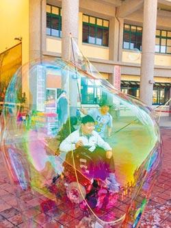 耶誕節的泡泡奇蹟 特教生的夢幻體驗