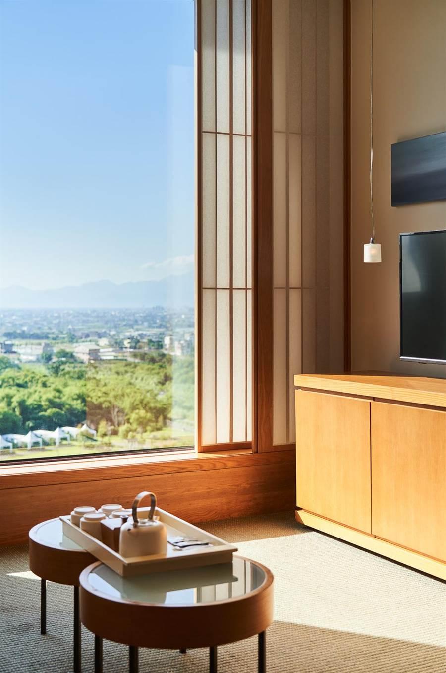 館內「蘭陽平原景觀溫泉套房」典雅舒適,提供旅人絕佳入住體驗。(圖片提供/礁溪老爺)