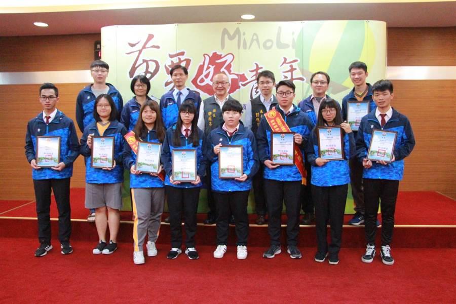 苗栗農工在全國高級中等學校技藝競賽奪下9項金手獎。(何冠嫻攝)