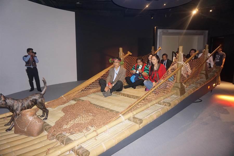 南科考古館常設展廳之一的親子狂想廳擁有全館最多互動設備,其中4D動感海洋劇場讓民眾體驗過去先民搭乘竹筏出海冒險的患難精神。(李其樺攝)