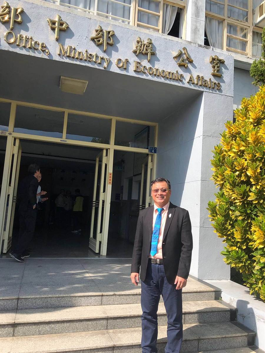 圖說:新任經濟部中部辦公室主任郭坤明,26日正式走馬上任。(圖/劉朱松)