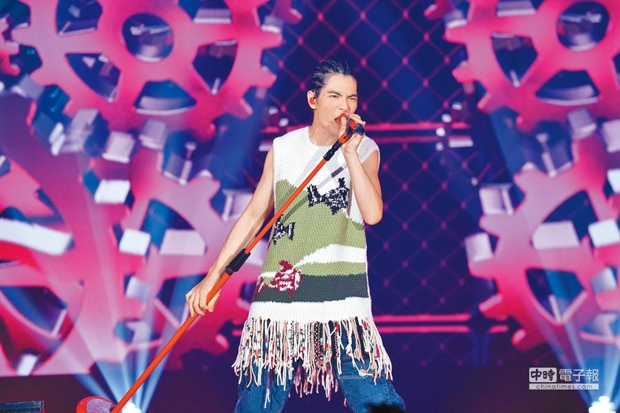 蕭敬騰近來在美國、加拿大舉辦「娛樂先生世界巡迴演唱會」。