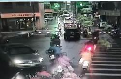 影》不服義交指揮 駕車直闖擦撞義交受傷